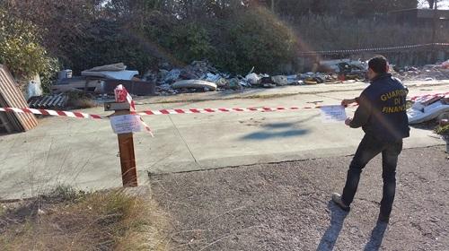 Lago di Garda sequestro deposito illegale rifiuti pericolosi