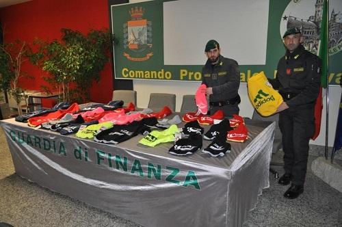 Padova sequestro cappotti contraffatti per cani
