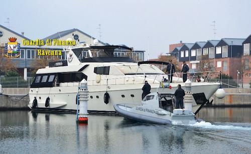 Ravenna, sequestrato yacht svizzero di 30 metri