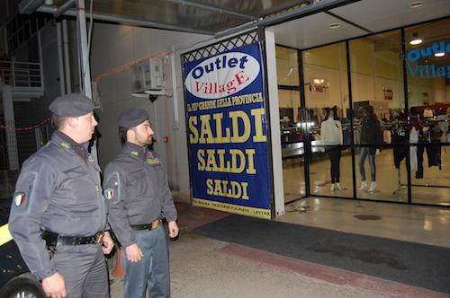 Caserta sequestrati oltre 120 mila vestiti tarocchi