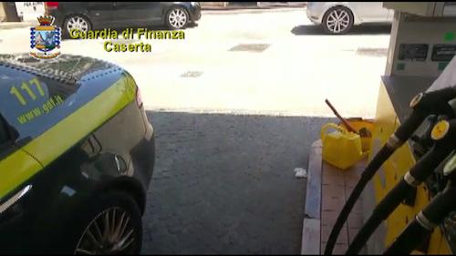 Caserta sequestrato distributore di carburante, denunciato il responsabile