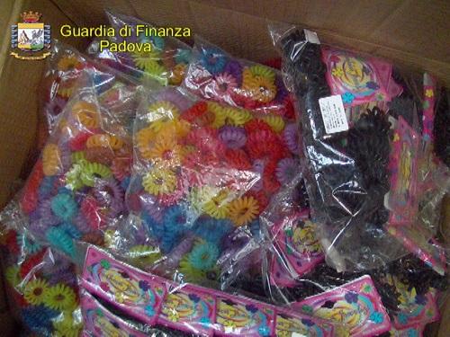 Padova, sequestrati accessori moda, materiale informatico e giocattoli