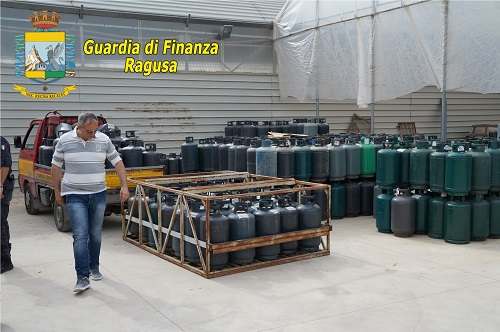 sequestrate a Vittoria 800 bombole di gas detenute illegalmente