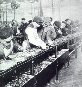 Catena di montaggio in una fabbrica Ford