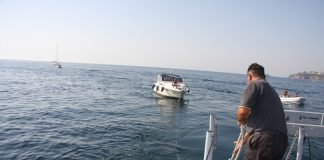 Napoli, soccorsa imbaracazione alla deriva