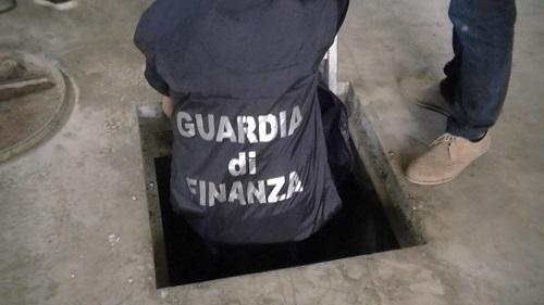Caserta, bunker sigarette contrabbando