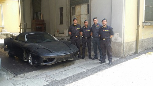 Como, sequestrata Ferrari taroccata