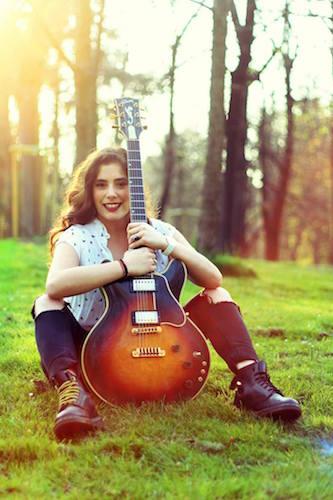 Krizia Ali chitarra