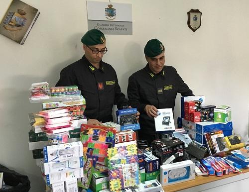 Salerno maxi sequestro di prodotti contraffatti e pericolosi
