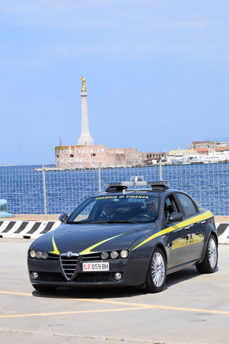 Messina, finanziere fuori servizio sventa una rapina