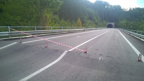 autostrada colpita dal sisma