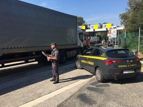 Gorizia, sequestrati oltre 170.000 prodotti contraffatti