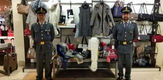 pontedera-sequestrati-11300-capi-di-abbigliamento
