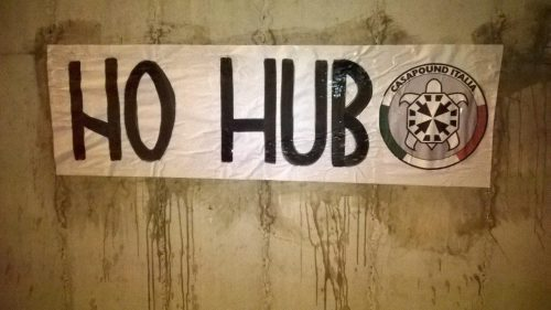 San Giuliano: striscioni di CasaPound contro trasformazione del villaggio sismico in centro d'accoglienza per 500 immigrati