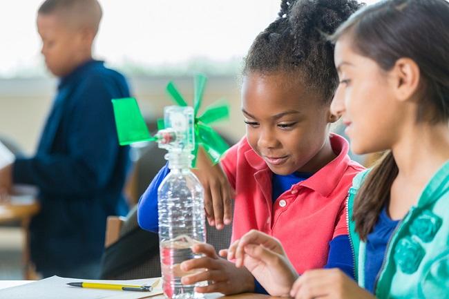 Idratazione dei bambini: i consigli degli esperti per l'estate