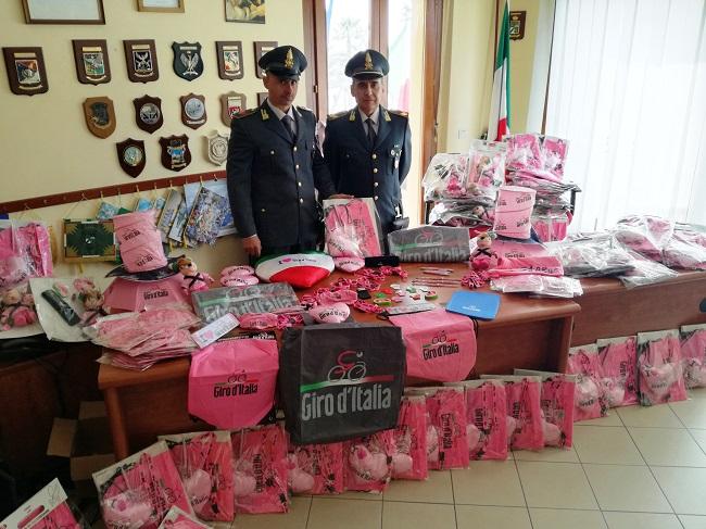 Alghero, Giro d'Italia: sequestrati oltre 35mila gadget venduti senza autorizzazioni