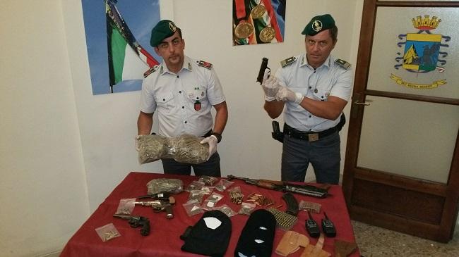 Sequestrati un chilo di marijuana ed un arsenale a San Berillo nuovo