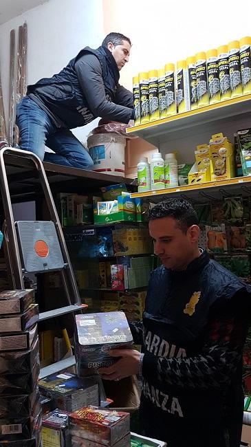 Torino, scoperto deposito clandestino di fuochi d'artificio