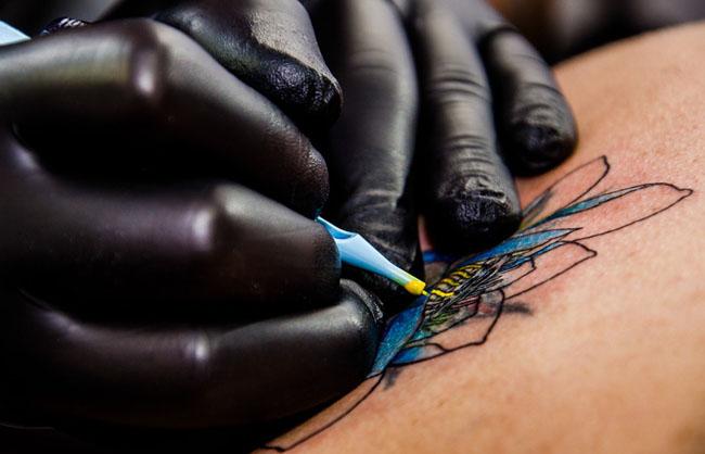 Tatuaggi mal riusciti: un italiano su tre è insoddisfatto