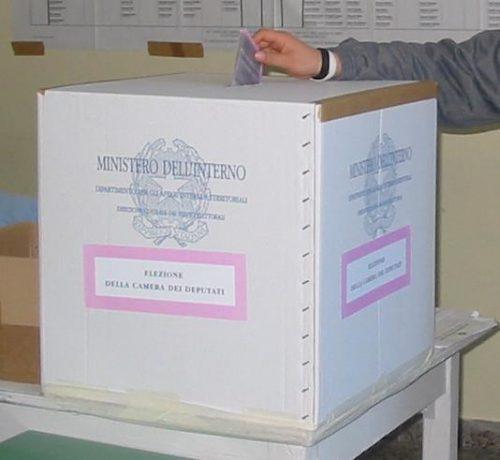 A Reggio fotografi e sorrisi per la 107enne che ha votato