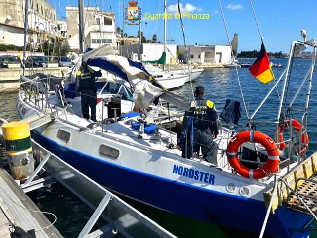 Brindisi, sequestrato veliero con 48 migranti: arrestati i 3 scafisti