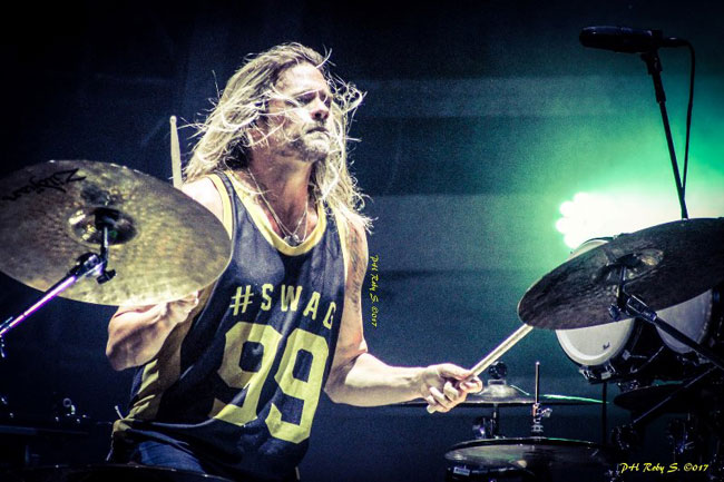 Will Hunt batterista