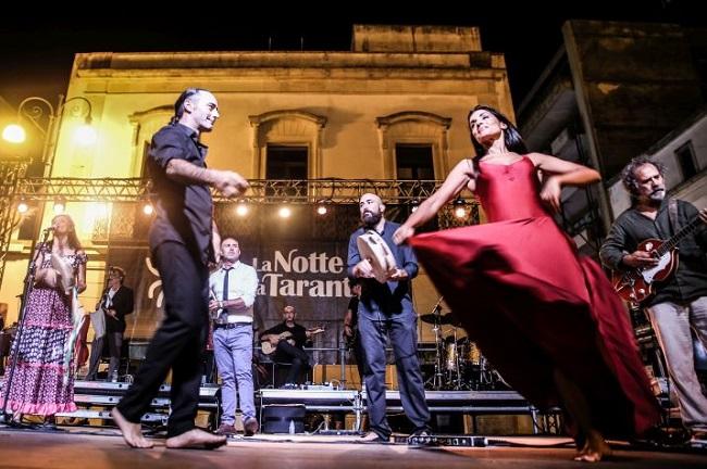 Orchestra Casadei: la Notte del Liscio si unisce alla Notte della Taranta