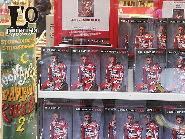 Bologna Andrea Dovizioso taglia il nastro nuovo locale Ducati