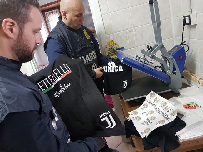 Festa Scudetto Juventus sequestrati 80mila articoli falsi