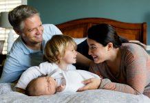 bambini lettone mamma papà co-sleeping italia