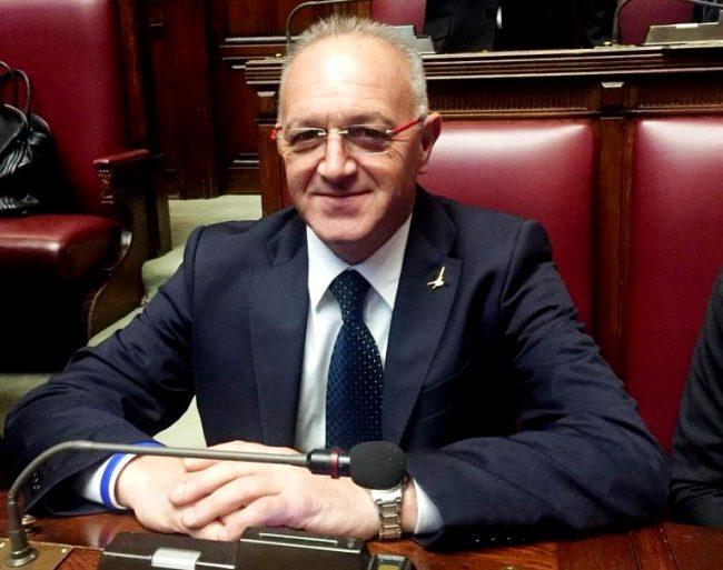 L 39 onorevole giuseppe bellachioma capogruppo della lega in for Commissione bilancio camera