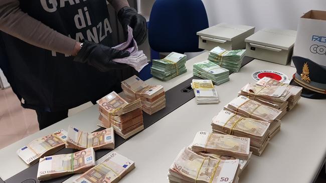 Rimini lotta alla contraffazione sequestri oltre 7 milioni