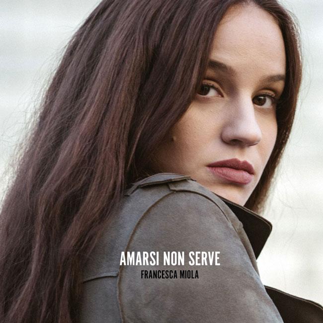"""""""Amarsi non serve"""", il videoclip del brano di Francesca Miola"""