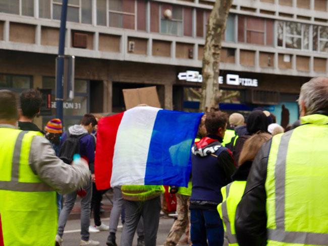 bandiera francia manifestazione