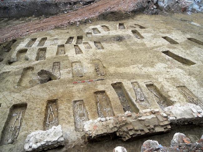 Cimitero in corso di scavo
