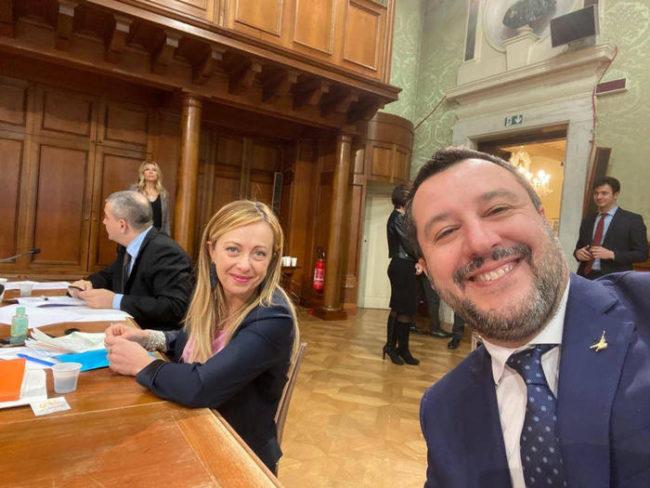 """Salvini rinviato a giudizio, Giorgia Meloni: """"È scioccante"""""""