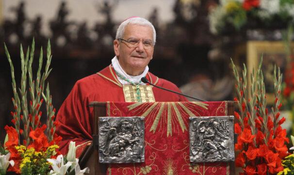 vescovo bergamo mons beschi
