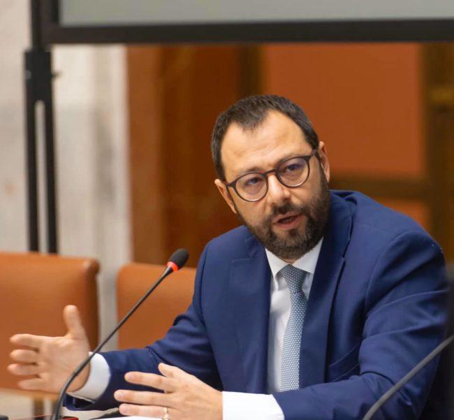"""Decreto sulle riaperture, Patuanelli: """"Presumibilmente sarà oggi in Gazzetta Ufficiale"""""""