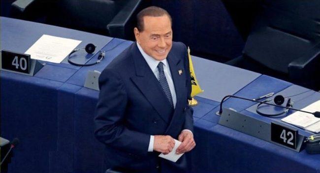 """Berlusconi a 'Libero': """"Eroe è chi blocca un treno per Auschwitz, non un porto per il green pass"""""""