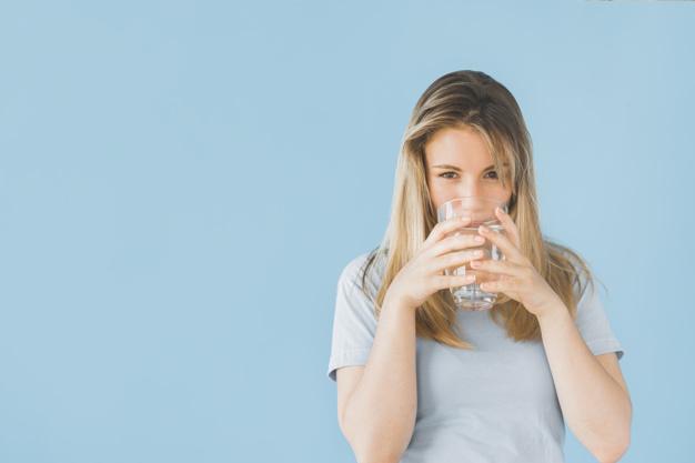 bicchiere d'acqua idratazione
