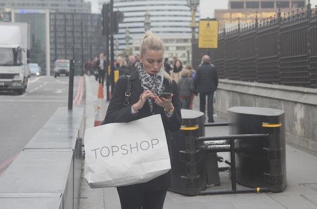 camminare smartphone
