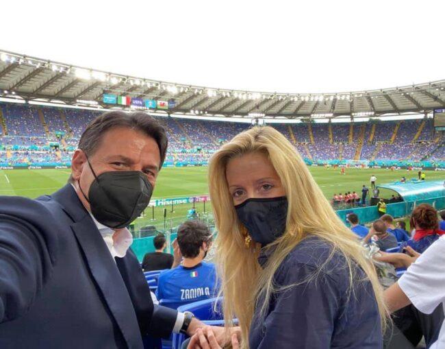 """Conte si complimenta con la nazionale italiana: """"Forza azzurri, avanti così!"""""""