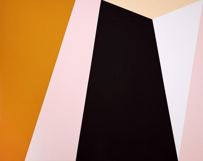 Il rigore geometrico che tende verso l'infinito nelle opere di Ulla Viebeke Ferdiandsen