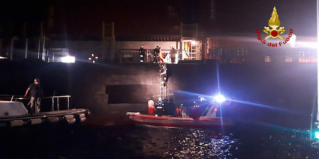 incendio nave cargo