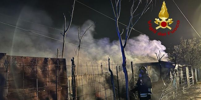 incendio baracche verona